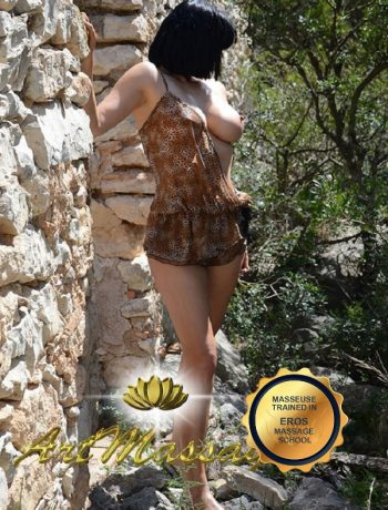 erotic masseuse in barcelona with large breast